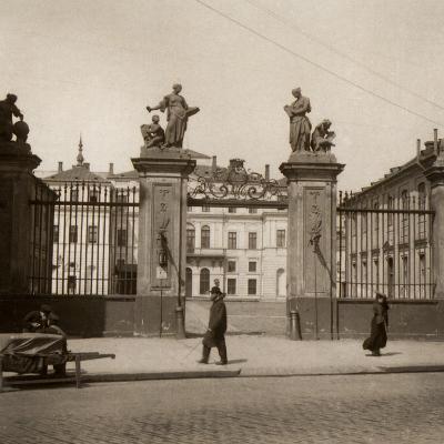 Brühl Palace, Formerly on Saxon Square--Photographic Print