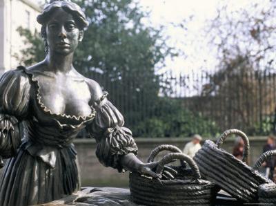 Bronze Statue of Molly Malone, Grafton Street, Dublin, County Dublin, Eire (Ireland) by Bruno Barbier