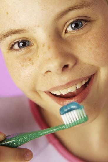 Brushing Teeth-Ian Boddy-Photographic Print