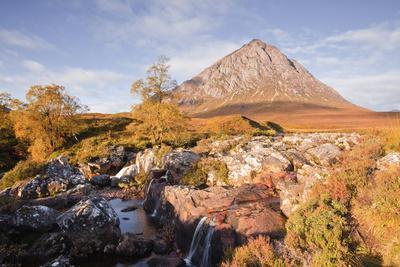 https://imgc.artprintimages.com/img/print/buachaille-etive-mor-mountain-and-river-etive-at-glencoe-and-glen-etive-highlands-scotland-uk_u-l-piayqp0.jpg?p=0