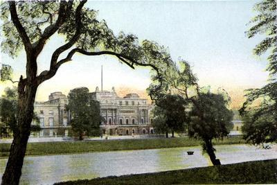 Buckingham Palace, London, 20th Century--Giclee Print
