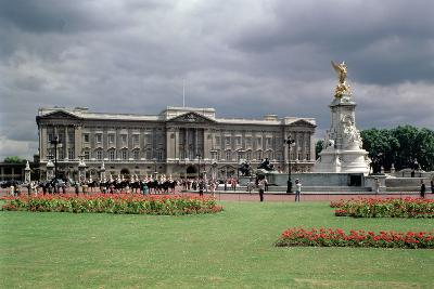 Buckingham Palace--Photographic Print