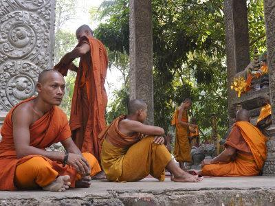 https://imgc.artprintimages.com/img/print/buddhist-monks-relaxing-amongst-the-temples-of-angkor-cambodia-indochina-southeast-asia_u-l-p1qtn00.jpg?p=0