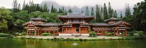 Buddhist Temple with Mountain in the Background, Byodo-In Temple, Koolau Range, Oahu, Hawaii, Usa