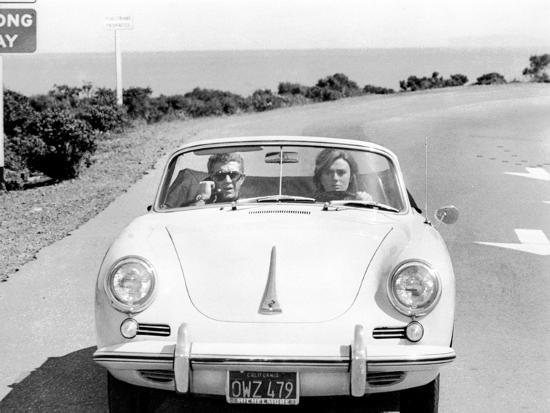 BULLITT by Peter Yates with Steve McQueen and Jacqueline Bisset (voiture decapotable Porsche 356 C --Photo
