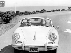 BULLITT by Peter Yates with Steve McQueen and Jacqueline Bisset (voiture decapotable Porsche 356 C