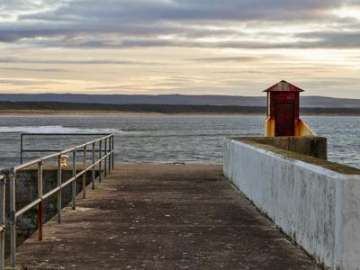 https://imgc.artprintimages.com/img/print/burghead-walking-the-pier-plank_u-l-q104e820.jpg?p=0