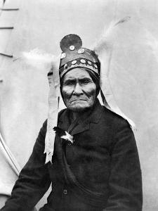 Geronimo (1829-1909) by C^d^ Arnold