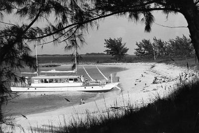 Cabbage Beach on Paradise Island, C.1955--Photographic Print
