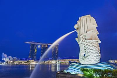 The Marina Bay Sands Hotel and Shopping Centre and the Singapore Art and Science Museum, Singapore
