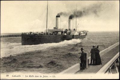 Calais, Dampfschiff La Malle, Menschen Auf Dem Steg--Giclee Print
