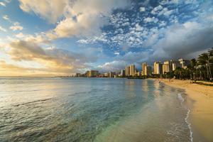 Waikiki Queens Sunset by Cameron Brooks
