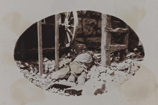Campagna Di Guerra 1915-1916-1917-1918: Austrian Soldier's Corpse Next to a Machine Gun--Photographic Print