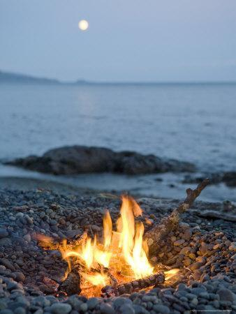 https://imgc.artprintimages.com/img/print/campfire-on-a-beach-with-a-full-moon-visible_u-l-p5v2pd0.jpg?p=0