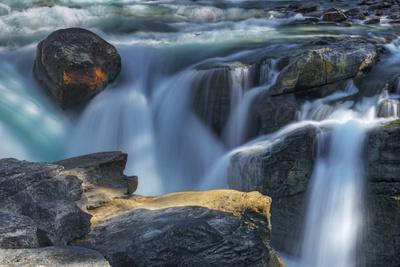 https://imgc.artprintimages.com/img/print/canada-alberta-jasper-national-park-close-up-of-sunwapta-falls_u-l-q1df6nb0.jpg?p=0
