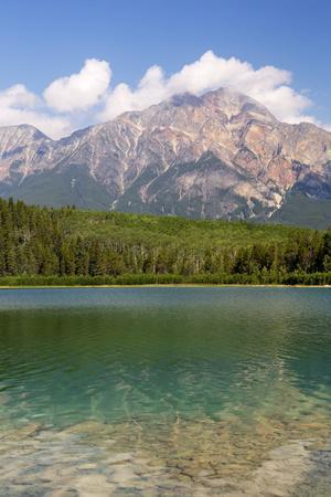https://imgc.artprintimages.com/img/print/canada-alberta-jasper-np-pyramid-mountain-and-patricia-lake_u-l-pyoren0.jpg?p=0