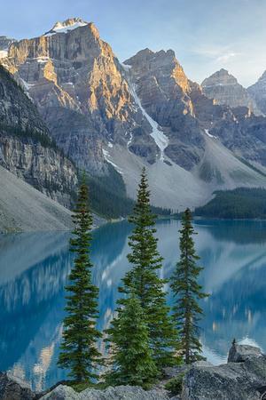 https://imgc.artprintimages.com/img/print/canada-banff-national-park-valley-of-the-ten-peaks-moraine-lake_u-l-pyq0ra0.jpg?p=0