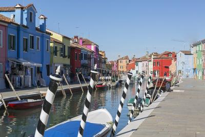 https://imgc.artprintimages.com/img/print/canal-and-colourful-facades-burano-veneto-italy-europe_u-l-q1bs1ya0.jpg?p=0