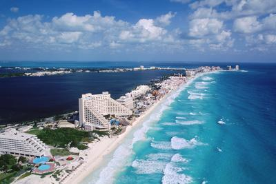 https://imgc.artprintimages.com/img/print/cancun-beach-and-hotels_u-l-pzq7ok0.jpg?p=0