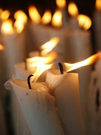 https://imgc.artprintimages.com/img/print/candles-at-the-lourdes-shrine-lourdes-hautes-pyrenees-france-europe_u-l-p8zxvb0.jpg?p=0