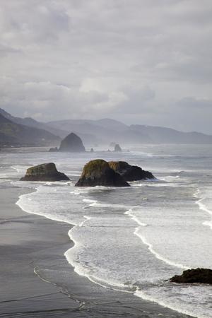 https://imgc.artprintimages.com/img/print/cannon-beach-and-haystack-rock-crescent-beach-ecola-state-park-oregon-usa_u-l-pxqxm80.jpg?p=0