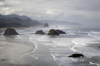 https://imgc.artprintimages.com/img/print/cannon-beach-and-haystack-rock-crescent-beach-ecola-state-park-oregon-usa_u-l-pxqxnh0.jpg?p=0