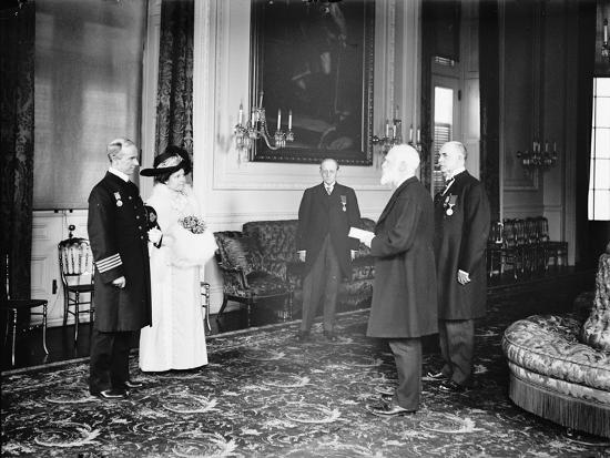 Captain Rostron of the Carpathia is presented with the American Cross of Honour, 1913-Harris & Ewing-Photographic Print
