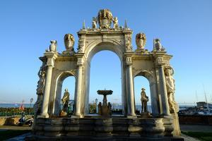 The Fontana Del Gigante (Immacolatella) (Fountain of the Giant), Campania, Italy by Carlo Morucchio