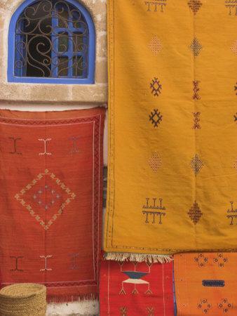 https://imgc.artprintimages.com/img/print/carpets-hanging-outside-shop-in-the-medina-essaouira-morocco-north-africa-africa_u-l-pxunek0.jpg?p=0