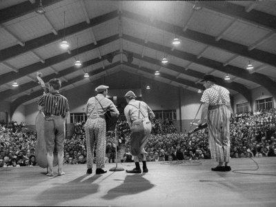 https://imgc.artprintimages.com/img/print/cast-members-entertaining-on-the-stage-of-the-grand-ole-opry_u-l-p74juc0.jpg?p=0
