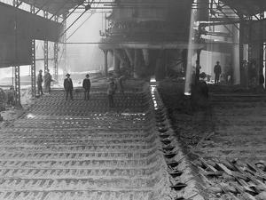 Casting Pig Iron, Sloss City Furnaces, Birmingham, Ala.