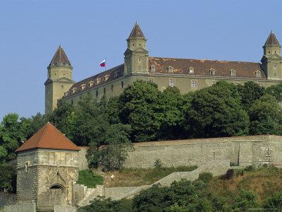 https://imgc.artprintimages.com/img/print/castle-bratislava-slovakia-europe_u-l-p2hdph0.jpg?p=0