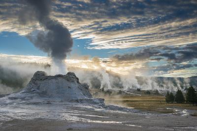 https://imgc.artprintimages.com/img/print/castle-geyser-and-upper-geyser-basin-at-sunrise-yellowstone-national-park_u-l-q1bbsem0.jpg?p=0