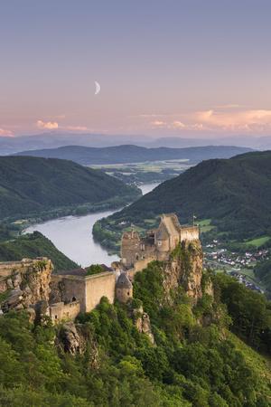 https://imgc.artprintimages.com/img/print/castle-ruin-aggstein-the-danube-wachau-austria_u-l-q1byy550.jpg?p=0