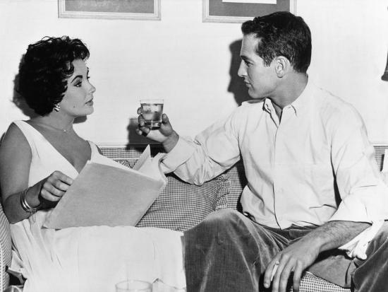 CAT ON A HOT TIN ROOF, 1958 directed by RICHARD BROOKS On the set, Elizabeth Taylor and Paul Newman--Photo