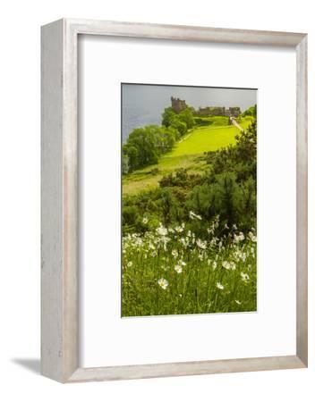 Europe, Scotland, Loch Ness. Landscape of Castle Urquhart Ruins