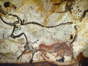 Cave of Lascaux, Great Hall, Left Wall: Second Bull, Below: Kneeling Red Cow, C. 17,000 BC