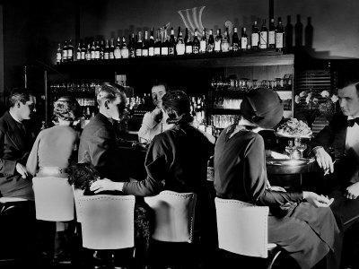 https://imgc.artprintimages.com/img/print/celebrity-patrons-enjoying-drinks-at-this-speakeasy-without-fear-of-police-prohibition-raids_u-l-p3n3ku0.jpg?artPerspective=n