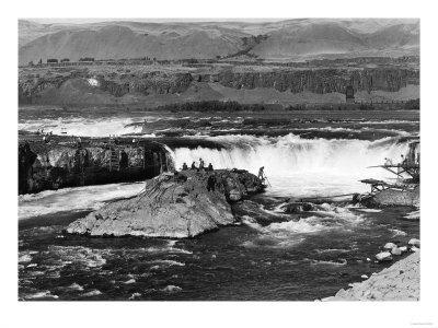 Celilo Falls, Oregon Columbia Gorge Indians Fishing Photograph No.2 - Celilo Falls, OR-Lantern Press-Stretched Canvas Print