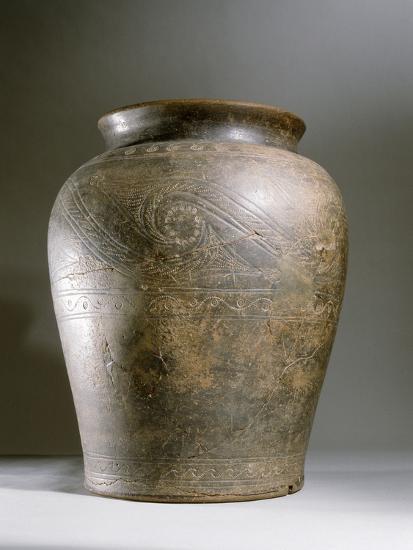 Celtic ceramic cremation urn-Werner Forman-Photographic Print