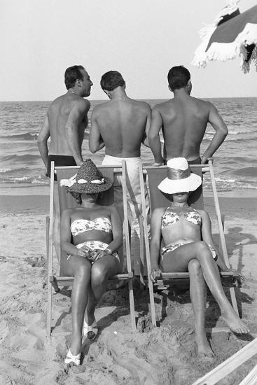 Cesenatico: the happy life on an Italian beach,1960.-Erich Lessing-Photographic Print