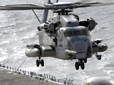 CH-53E Super Stallion Helicopter Takes Off from USS Makin Island--Photographic Print