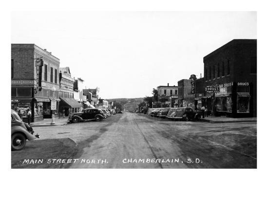 Chamberlain, South Dakota - Northern View up Main Street-Lantern Press-Art Print