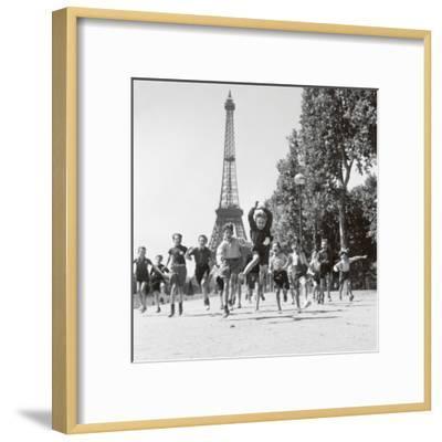 Champs de Mars Gardens-Robert Doisneau-Framed Art Print