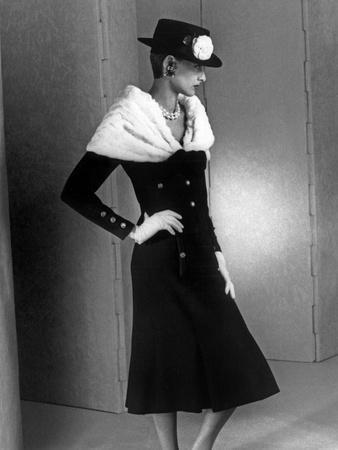 https://imgc.artprintimages.com/img/print/chanel-fashion-autumn-winter-1983-model-ines-de-la-fressange_u-l-pwgjhq0.jpg?p=0