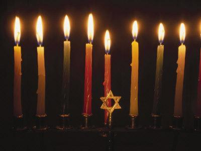 https://imgc.artprintimages.com/img/print/chanukah-candles-and-star-of-david_u-l-p3g2wj0.jpg?p=0