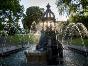 Ada lewis trough in Maidenhead is illuminated from behind by the setting sun by Charles Bowman