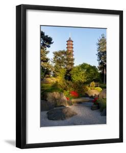 Kew Gardens Pagoda by Charles Bowman