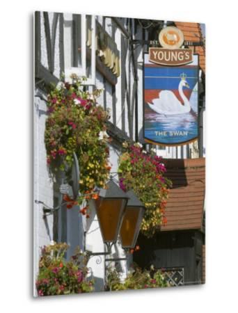 The Swan Pub, Walton on Thames, Surrey, England, United Kingdom