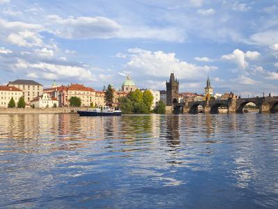 Charles Bridge and the Vltava River, Old Town, UNESCO World Heritage Site, Prague, Czech Republic-Gavin Hellier-Photographic Print